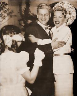 на своей свадьбе в 1947