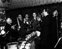 Lionel Hampton (drums), Marty Marsala (tp), Joe Bushkin (tp), Artie Shapiro, Joe Marsala (cl) at the Hickory House, NYC, 1938