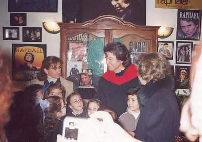 Рафаэль в своем доме в Линарес после концерта в феврале 2002г.
